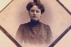 19. Thinagl Szerafin az első magyar okleveles gyógyszerésznő